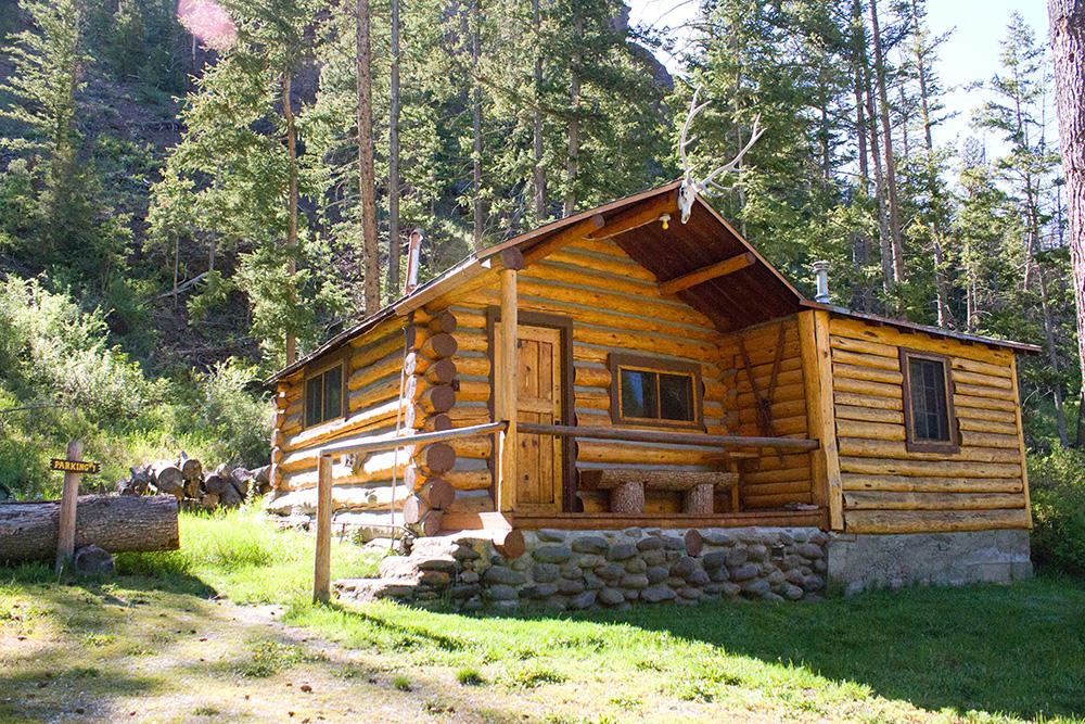 Cabin 1 lodging near yellowstone absaroka mtn lodge for Cabins in wyoming near yellowstone