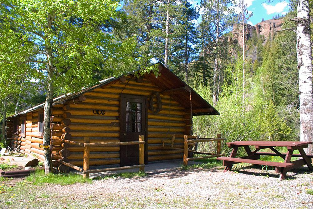 Cabin 2 cabins near yellowstone absaroka mtn lodge for Cabins in wyoming near yellowstone