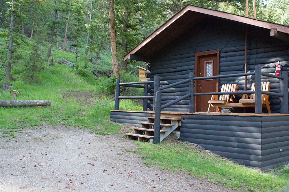 Cabin 10 lodging near yellowstone absaroka mtn lodge for Cabins in wyoming near yellowstone