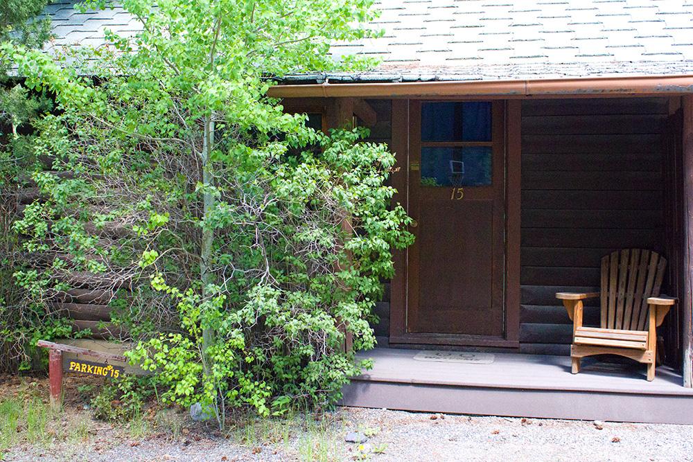 Cabin 15 cabins near yellowstone absaroka mountain lodge for Cabins in wyoming near yellowstone